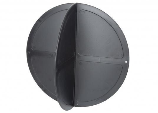 Sfera pieghevole ddi segnalazione di ancoraggio in plastica nera. Può essere ripostapiattae poco ingombrante. Viene impiegataquando la barca è all'ancora.  (Immagine 2 di 4)