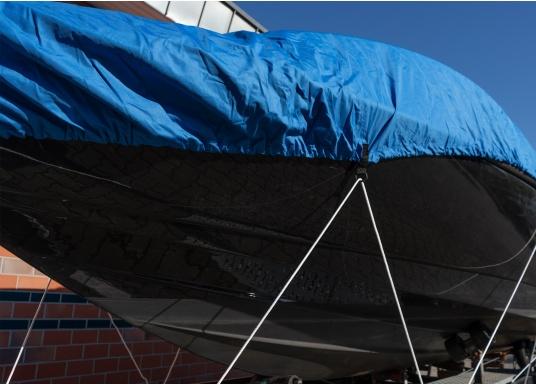Telone con speciale tessuto impregnato, con rinforzi nelle posizioni critiche per una copertura sicura della barca a motore. A cucitura doppia, con elastico e occhielli per garantire una perfetta adattabilità. Materiale: 100% poliestere.  (Immagine 5 di 8)