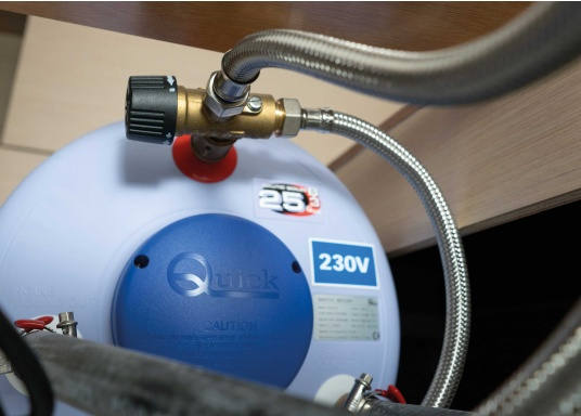 Questo scambiatore di calore ha un serbatoio in acciaio di alta qualità (1,5 mm di spessore), schiuma isolante forte einvolucro di plastica resistente. Il boiler nautico è disponibile in diversi volumi.  (Immagine 5 di 5)
