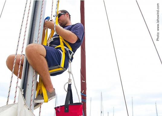Per poter lavorare sul punto più alto della tua barca e senza necessità di aiuti esterni e senza lasciare l'imbracatura. Il Topclimber® rende tutto ciòpossibile. Facilità di installazione, semplicità di utilizzo. Adatto fino a max. 200 kg.  (Immagine 1 di 9)