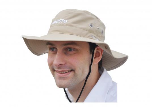 Il cappello perfetto per le giornate di sole a bordo! Questo cappello affascina per la sua buona vestibilità, può essere piegato sui lati e protegge anche il collo dall'insolazione.  (Immagine 2 di 2)