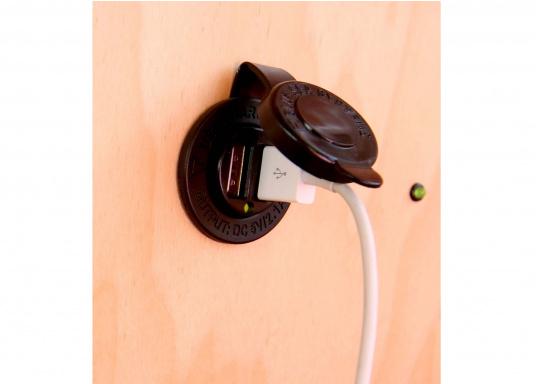Adattatore di ricarica per una facile ricarica USB! Ideale per caricare la batteria del vostro smartphone o iPad. Disponibile come un adattatore USB dual e una presa USB doppia.  (Immagine 5 di 8)