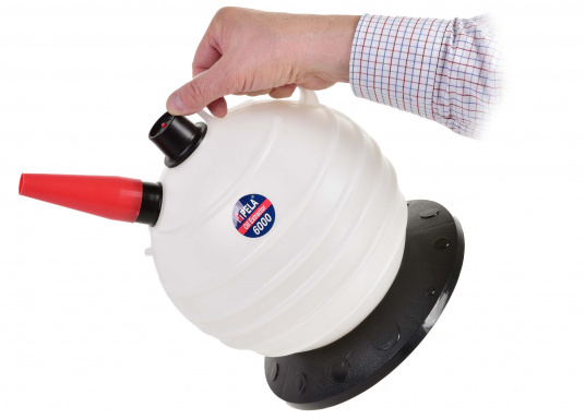 Una pompa molto intelligente! Ideale per l'utilizzo in casa, il giardino e in barca.  (Immagine 6 di 7)