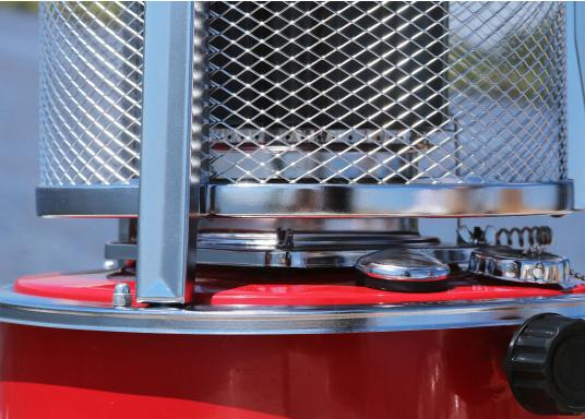 La stufa a cherosene provvede a rendere l'ambientecaldo ed accogliente.Dotata di un serbatoio di circa 5litri di carburante per un tempo di funzionamento di circa 17 ore.  (Immagine 11 di 16)
