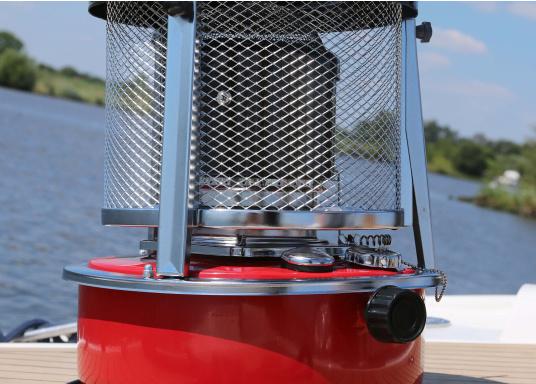 La stufa a cherosene provvede a rendere l'ambientecaldo ed accogliente.Dotata di un serbatoio di circa 5litri di carburante per un tempo di funzionamento di circa 17 ore.  (Immagine 12 di 16)