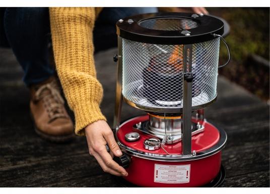 La stufa a cherosene provvede a rendere l'ambientecaldo ed accogliente.Dotata di un serbatoio di circa 5litri di carburante per un tempo di funzionamento di circa 17 ore.  (Immagine 7 di 16)