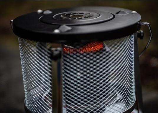 La stufa a cherosene provvede a rendere l'ambientecaldo ed accogliente.Dotata di un serbatoio di circa 5litri di carburante per un tempo di funzionamento di circa 17 ore.  (Immagine 9 di 16)