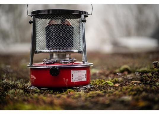 La stufa a cherosene provvede a rendere l'ambientecaldo ed accogliente.Dotata di un serbatoio di circa 5litri di carburante per un tempo di funzionamento di circa 17 ore.  (Immagine 13 di 16)
