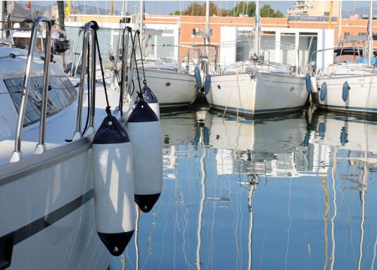 Questi parabordi lunghi sono diottima qualità. Presentano estremità rinforzate e possono essere impiegati sia in posizione orizzontale che in posizione verticale. Parabordiadatti alle imbarcazioni da diporto e a piccole imbarcazioni commerciali.   (Immagine 5 di 5)