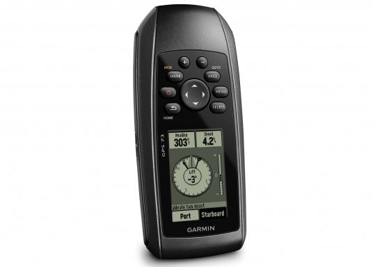 Il GPS 73 è un dispositivo portatile di facile utilizzo, che è la soluzione di navigazione perfetta per barche, barche a vela o piccole imbarcazioni che non dispongono di un chartplotter. Ha una sensibilità molto elevata affinchè i segnali satellitari possano essere catturati rapidamente e la vostra posizione possa essere determinata anche nelle condizioni più difficili.  (Immagine 1 di 9)