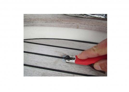 Il coltello speciale da taglio del marchioMOZART, il professionista di lame e maniglie nel settoreindustriale, è perfetto per la lavorazione delle fughe del teak. (Immagine 6 di 6)
