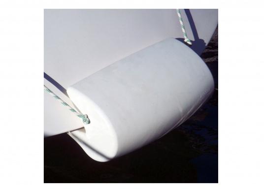 MATCH 60 è il primo e universale parabordo di poppa, realizzato in schiuma di poliuretano integrale morbido per proteggere la poppa della barche, garantendo il massimo assorbimento agli urti più violenti. (Immagine 7 di 7)