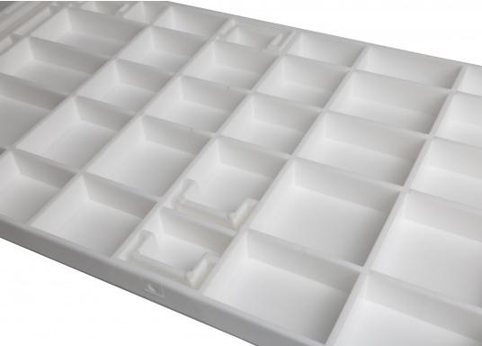 Sedile contrapposto foderato in simil pelle e telaio in plastica. Per due persone. Gli schienali possone essere stesi per diventare una comoda superficie su cui sdraiarsi,lunga166 cm. (Immagine 12 di 14)