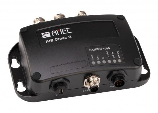 Dotato di uno splitter interno, il Camino-108S consente l'utilizzo dell'antenna VHF esistente. Ciò rende particolarmente semplice l'installazione del transponder AIS. (Immagine 3 di 4)