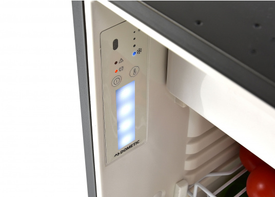 CRE-50 è il nuovo frigorifero a compressorerealizzato da DOMETIC con vano congelatore rimovibile, la soluzione 2 in 1 che consente di avere più spazio quando necessario. L'elettronica intelligente di questo frigorifero controlla la velocità del compressore e, di conseguenza, riesce a ridurre il consumo di energia fino al 25%. (Immagine 7 di 10)