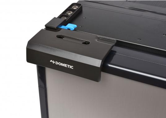 CRE-50 è il nuovo frigorifero a compressorerealizzato da DOMETIC con vano congelatore rimovibile, la soluzione 2 in 1 che consente di avere più spazio quando necessario. L'elettronica intelligente di questo frigorifero controlla la velocità del compressore e, di conseguenza, riesce a ridurre il consumo di energia fino al 25%. (Immagine 5 di 10)