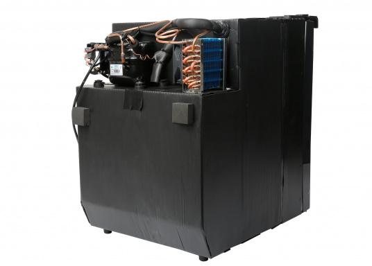 CRE-50 è il nuovo frigorifero a compressorerealizzato da DOMETIC con vano congelatore rimovibile, la soluzione 2 in 1 che consente di avere più spazio quando necessario. L'elettronica intelligente di questo frigorifero controlla la velocità del compressore e, di conseguenza, riesce a ridurre il consumo di energia fino al 25%. (Immagine 9 di 10)