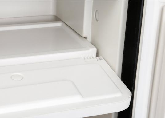 CRE-50 è il nuovo frigorifero a compressorerealizzato da DOMETIC con vano congelatore rimovibile, la soluzione 2 in 1 che consente di avere più spazio quando necessario. L'elettronica intelligente di questo frigorifero controlla la velocità del compressore e, di conseguenza, riesce a ridurre il consumo di energia fino al 25%. (Immagine 8 di 10)