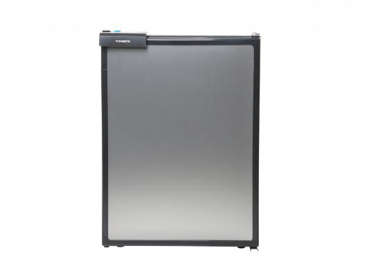 CRE-50 è il nuovo frigorifero a compressorerealizzato da DOMETIC con vano congelatore rimovibile, la soluzione 2 in 1 che consente di avere più spazio quando necessario. L'elettronica intelligente di questo frigorifero controlla la velocità del compressore e, di conseguenza, riesce a ridurre il consumo di energia fino al 25%. (Immagine 2 di 10)