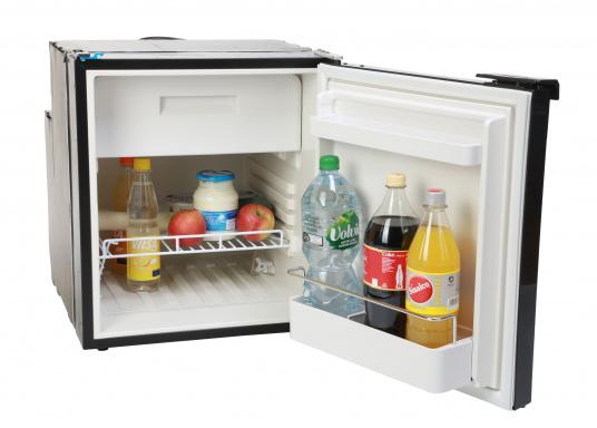 CRE-50 è il nuovo frigorifero a compressorerealizzato da DOMETIC con vano congelatore rimovibile, la soluzione 2 in 1 che consente di avere più spazio quando necessario. L'elettronica intelligente di questo frigorifero controlla la velocità del compressore e, di conseguenza, riesce a ridurre il consumo di energia fino al 25%. (Immagine 4 di 10)