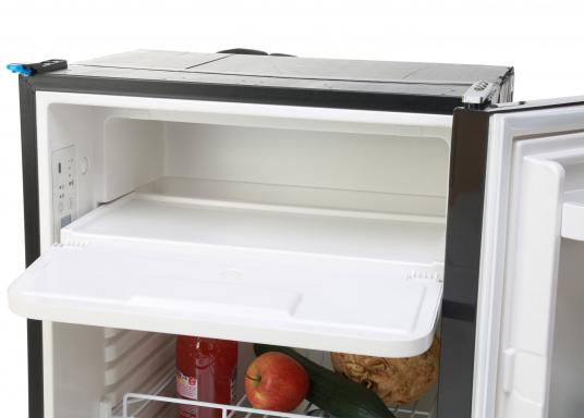 CRE-50 è il nuovo frigorifero a compressorerealizzato da DOMETIC con vano congelatore rimovibile, la soluzione 2 in 1 che consente di avere più spazio quando necessario. L'elettronica intelligente di questo frigorifero controlla la velocità del compressore e, di conseguenza, riesce a ridurre il consumo di energia fino al 25%. (Immagine 10 di 10)