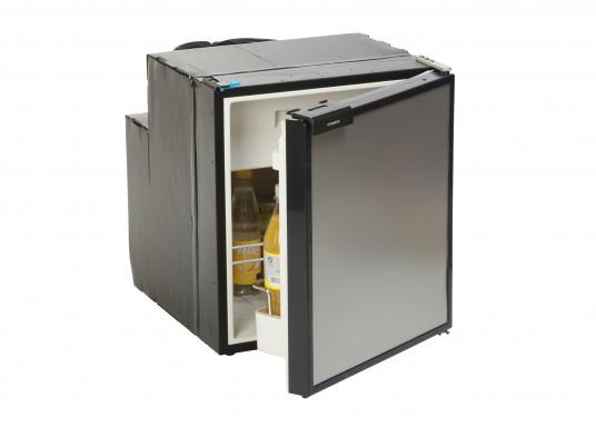 CRE-50 è il nuovo frigorifero a compressorerealizzato da DOMETIC con vano congelatore rimovibile, la soluzione 2 in 1 che consente di avere più spazio quando necessario. L'elettronica intelligente di questo frigorifero controlla la velocità del compressore e, di conseguenza, riesce a ridurre il consumo di energia fino al 25%. (Immagine 1 di 10)