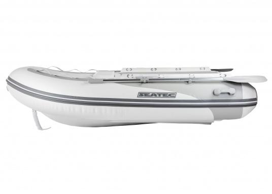 Il nuovo gommone a chiglia rigida PRO TENDER 220, prodotto da SEATEC, è ideale come tender d'appoggio per imbarcazione ma anche per escursioni e battute di pesca.  (Immagine 1 di 6)