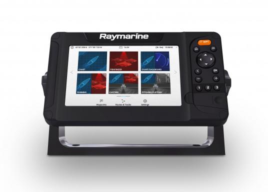 """Display multifunzione Smart 7"""" con interfaccia user-friendly, antenna GPS integrata e modulo sonar CHIRP integrato. Questo chartplotter Raymarine è stato progettato volutamente senza touchscreen in quanto i classici comandi a pulsante e l'interfaccia LightHouse Sport di Raymarine assicurano un funzionamento intuitivo e preciso del dispositivo anche in caso di alta velocità o mare mosso. (Immagine 4 di 5)"""