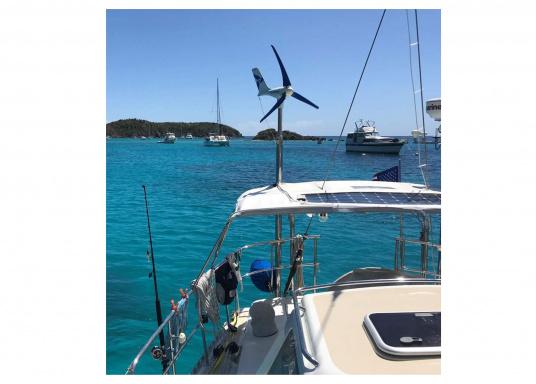 Il generatore eolico sviluppato dai marinai per i marinai. Offre prestazioni particolarmente efficienti anche con vento debole ed è adatto a tutte le zone climatiche. Tensione: 12 V. (Immagine 3 di 7)