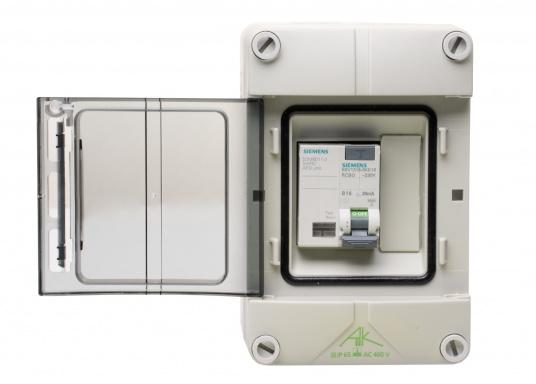 Unità di collegamento a terra con interruttore antincendio (AFDD) e interruttore magnetotermico (RCD/RCCB) per l'installazione permanente sulla banchina. Solo con controllo permanente dell'alimentazione di bordo a 230 V, adatto anche per l'utilizzo a bordo. (Immagine 1 di 5)