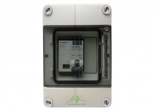 Unità di collegamento a terra con interruttore antincendio (AFDD) e interruttore magnetotermico (RCD/RCCB) per l'installazione permanente sulla banchina. Solo con controllo permanente dell'alimentazione di bordo a 230 V, adatto anche per l'utilizzo a bordo. (Immagine 2 di 5)