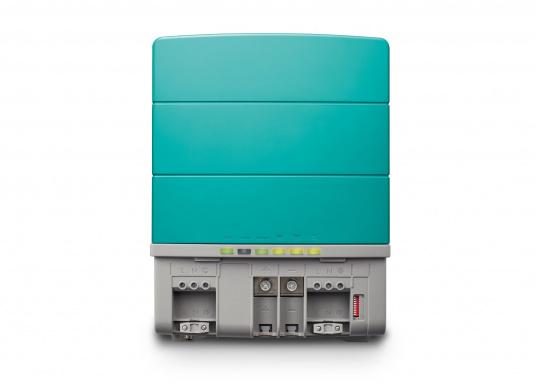 La serie Mastervolt CombiMaster coniuga facilità d'uso, affidabilità, una tecnologia di ricarica e di rete all'avanguardia. Le applicazioni impegnative e i carichi elevati non sono un problema per i potenti dispositivi CombiMaster. Grazie alle interfacce MasterBus, CZone e NMEA2000 integrate, la serie CombiMaster è compatibile con quasi tutte le attuali tecnologie di rete e terminali. (Immagine 5 di 9)