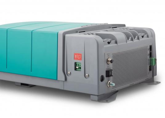 La serie Mastervolt CombiMaster coniuga facilità d'uso, affidabilità, una tecnologia di ricarica e di rete all'avanguardia. Le applicazioni impegnative e i carichi elevati non sono un problema per i potenti dispositivi CombiMaster. Grazie alle interfacce MasterBus, CZone e NMEA2000 integrate, la serie CombiMaster è compatibile con quasi tutte le attuali tecnologie di rete e terminali. (Immagine 7 di 9)
