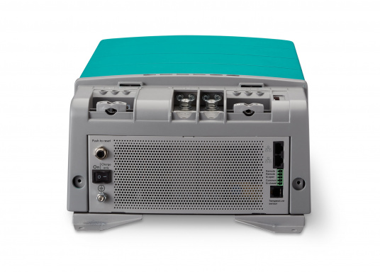 La serie Mastervolt CombiMaster coniuga facilità d'uso, affidabilità, una tecnologia di ricarica e di rete all'avanguardia. Le applicazioni impegnative e i carichi elevati non sono un problema per i potenti dispositivi CombiMaster. Grazie alle interfacce MasterBus, CZone e NMEA2000 integrate, la serie CombiMaster è compatibile con quasi tutte le attuali tecnologie di rete e terminali. (Immagine 6 di 9)