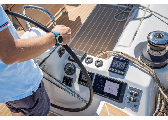 """L'intuitivo plotter cartografico GPSMAP 922 Plus è di facile lettura anche alla luce diretta del sole grazie al suo schermo luminoso. Il suo touchscreen da 9"""" offre una visualizzazione della mappa ottimizzata, è facile da usare e facile da integrare nel sistema nautico Garmin. (Immagine 7 di 7)"""