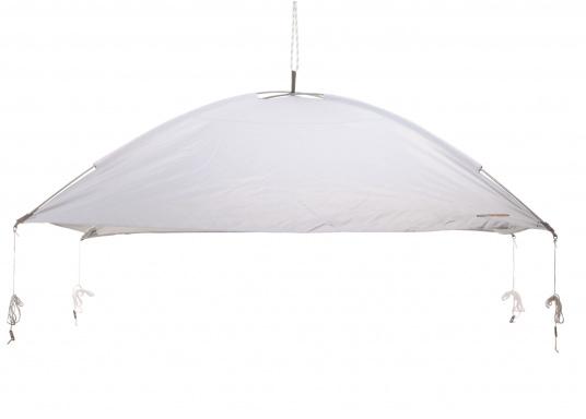 Tendalino a sospensione libera che può essere appeso ovunque sullo yacht grazie alla sua flessibilità. Ha una tenda resistente alla pioggia e ai raggi UV, cinghie regolabili su tutti gli angoli e aste con elastici integrati. Disponibile in diverse dimensioni. (Immagine 2 di 9)