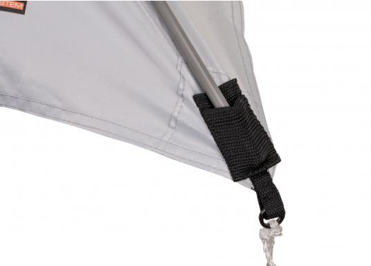 Tendalino a sospensione libera che può essere appeso ovunque sullo yacht grazie alla sua flessibilità. Ha una tenda resistente alla pioggia e ai raggi UV, cinghie regolabili su tutti gli angoli e aste con elastici integrati. Disponibile in diverse dimensioni. (Immagine 3 di 9)