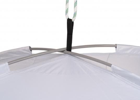 Tendalino a sospensione libera che può essere appeso ovunque sullo yacht grazie alla sua flessibilità. Ha una tenda resistente alla pioggia e ai raggi UV, cinghie regolabili su tutti gli angoli e aste con elastici integrati. Disponibile in diverse dimensioni. (Immagine 4 di 9)