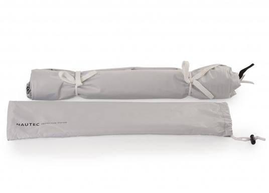 Tendalino a sospensione libera che può essere appeso ovunque sullo yacht grazie alla sua flessibilità. Ha una tenda resistente alla pioggia e ai raggi UV, cinghie regolabili su tutti gli angoli e aste con elastici integrati. Disponibile in diverse dimensioni. (Immagine 6 di 9)