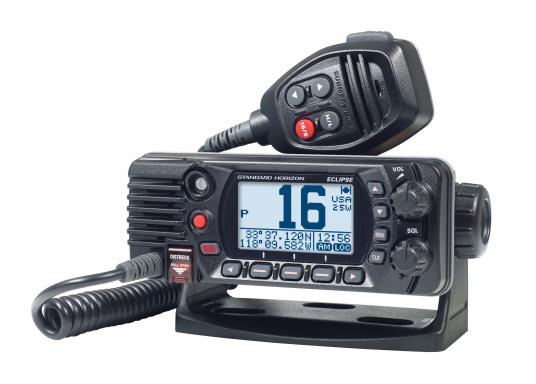 Radio VHF marina molto compatta, con DSC di classe D, un display molto ampio, antenna GPS integrata e l'interfaccia NMEA 0183 che permette la facile integrazione alla rete di bordo esistente. GX1400G offre prestazioni affidabili e assicura facilità d'uso. (Immagine 3 di 7)