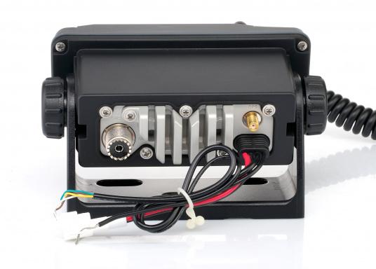 Radio VHF marina molto compatta, con DSC di classe D, un display molto ampio, antenna GPS integrata e l'interfaccia NMEA 0183 che permette la facile integrazione alla rete di bordo esistente. GX1400G offre prestazioni affidabili e assicura facilità d'uso. (Immagine 6 di 7)