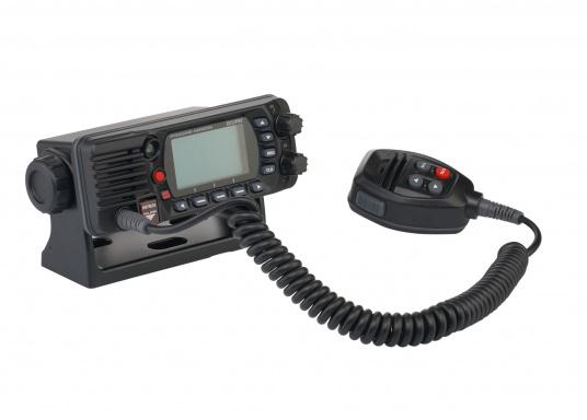 Radio VHF marina molto compatta, con DSC di classe D, un display molto ampio, antenna GPS integrata e l'interfaccia NMEA 0183 che permette la facile integrazione alla rete di bordo esistente. GX1400G offre prestazioni affidabili e assicura facilità d'uso. (Immagine 5 di 7)