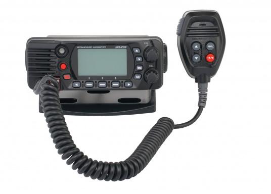 Radio VHF marina molto compatta, con DSC di classe D, un display molto ampio, antenna GPS integrata e l'interfaccia NMEA 0183 che permette la facile integrazione alla rete di bordo esistente. GX1400G offre prestazioni affidabili e assicura facilità d'uso. (Immagine 4 di 7)
