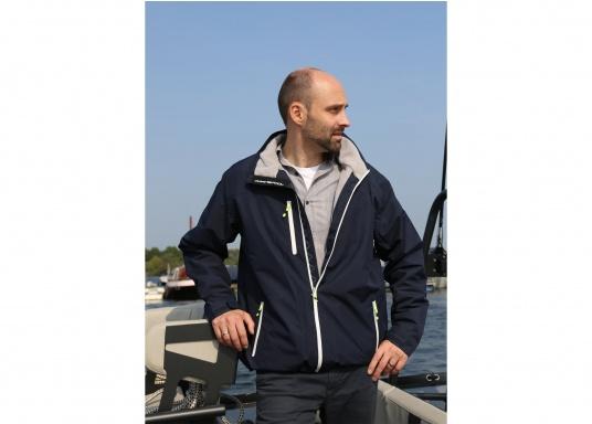 La giacca Club da uomo leggera e funzionale di Marinepool è antivento, idrorepellente e traspirante e quindi un tuttofare assoluto anche al di fuori della vela. (Immagine 2 di 11)