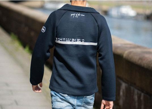 La giacca Tec lavorata di alta qualità FORANO di Marinepool colpisce per il suo design sportivo e il taglio moderno. Inoltre, il colletto regolabile offre una protezione ottimale contro il vento e il materiale estremamente morbido garantisce un comfort di prima classe. Disponibile nelle taglie S-XXXL. (Immagine 2 di 13)
