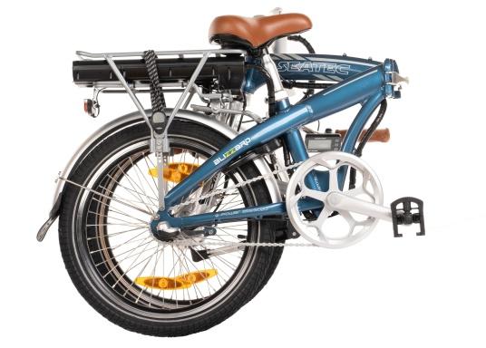 Con la nuova e-bike in alluminio BLIZZARD PRO, il viaggio diventa la meta. Come ulteriore sviluppo del popolare modello precedente BLIZZARD, avrai nuove funzionalità per un'autonomia e una flessibilità ancora maggiori. Lasciati sorprendere dalla nuova bici pieghevole senza dover rinunciare al piacere di guida! la consegna include una borsa per un comodo trasporto della bicicletta. (Immagine 3 di 12)
