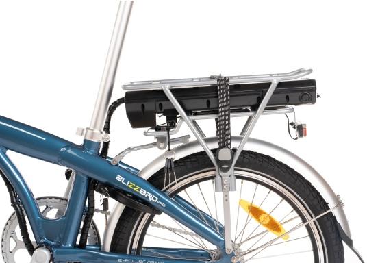 Con la nuova e-bike in alluminio BLIZZARD PRO, il viaggio diventa la meta. Come ulteriore sviluppo del popolare modello precedente BLIZZARD, avrai nuove funzionalità per un'autonomia e una flessibilità ancora maggiori. Lasciati sorprendere dalla nuova bici pieghevole senza dover rinunciare al piacere di guida! la consegna include una borsa per un comodo trasporto della bicicletta. (Immagine 5 di 12)