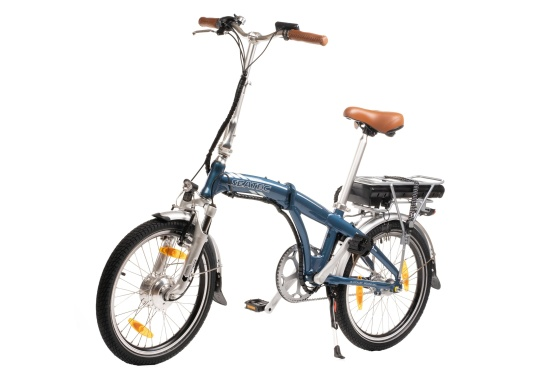 Con la nuova e-bike in alluminio BLIZZARD PRO, il viaggio diventa la meta. Come ulteriore sviluppo del popolare modello precedente BLIZZARD, avrai nuove funzionalità per un'autonomia e una flessibilità ancora maggiori. Lasciati sorprendere dalla nuova bici pieghevole senza dover rinunciare al piacere di guida! la consegna include una borsa per un comodo trasporto della bicicletta. (Immagine 2 di 12)