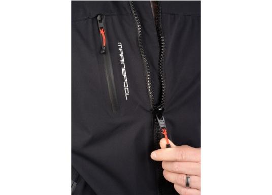 Giacca club e da vela altamente funzionale realizzata con un robusto materiale a 2 strati. La giacca CRUISING è realizzata in tessuto impermeabile e traspirante ed è inoltre rivestita con DWR. (Immagine 9 di 12)