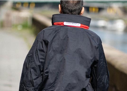 Giacca club e da vela altamente funzionale realizzata con un robusto materiale a 2 strati. La giacca CRUISING è realizzata in tessuto impermeabile e traspirante ed è inoltre rivestita con DWR. (Immagine 4 di 12)